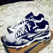 mizuno volleyball shoes price