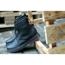 Dr.Martens Sepatu boot Dr. Martens Docmart boots murah hitam casual pria  wanita d1a0059f84