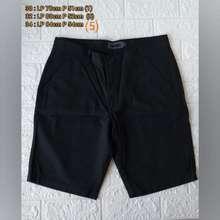 Details Celana Pendek Cowok Merk