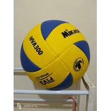 Mikasa bola volley   voly   voli   volly mva 310 bintik cef67276c5