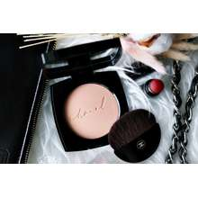 CHANEL Les Beiges Healthy Glow Sheer Powder Exclusive Creation No 10